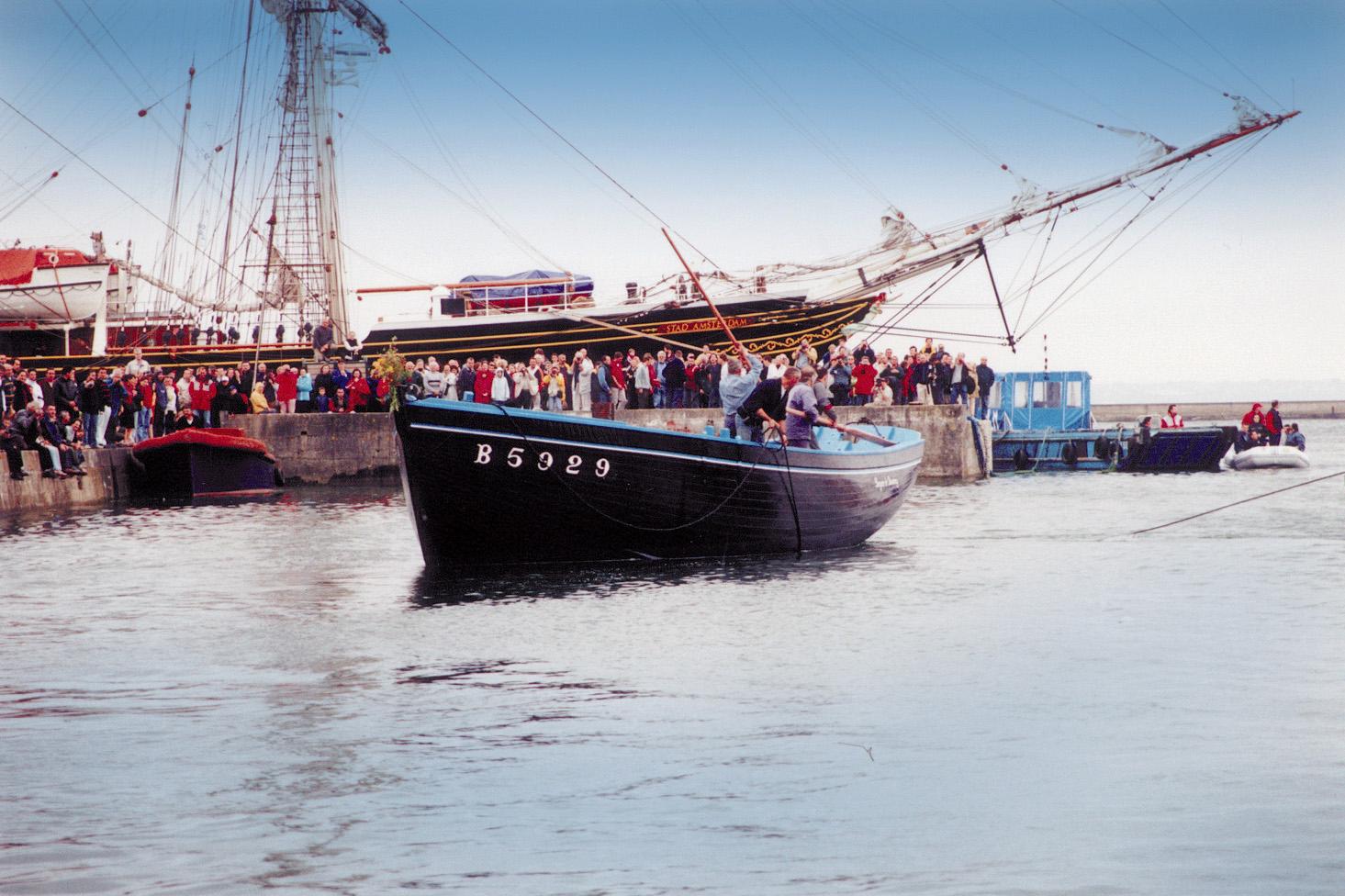 Remise à l'eau de la Bergère de Domrémy après la restauration en 2000–Photo Jean-Yves Goujard