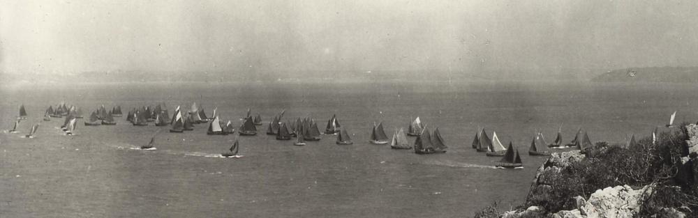 Au temps de la voile, jusqu'à 200 bateaux draguaient d'octobre à mai sur les bancs de coquilles de la rade de Brest (photo prise de l'île Longue).